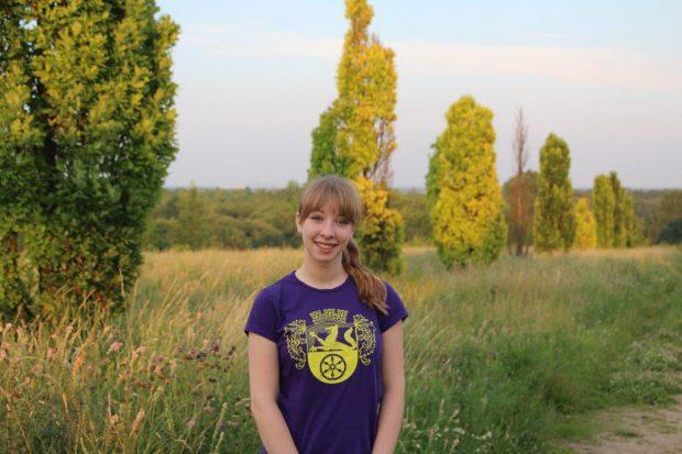 Amelie Niebergall, 18 Jahre alt und das zweite Mal aktives Kerbemädel. Ich bin Kerbemädel in Weilbach weil man dort viele Leute kennenlernt. Die Stimmung ist immer super und egal auf welches Fest man in Weilbach kommt, man kennt immer jeden.