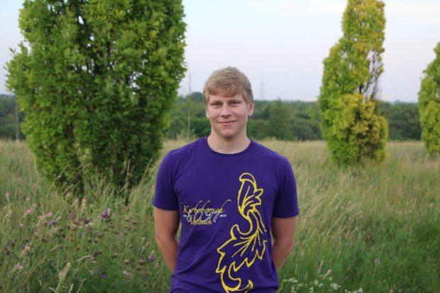 Jonas Weilbächer, 18 Jahre alt und zum dritten Mal aktiver Kerbebosch. Ich bin bei den Kerbebosch, um die Tradition der Weilbacher Kerb aufrecht zu erhalten und diese gebürtig zu feiern.