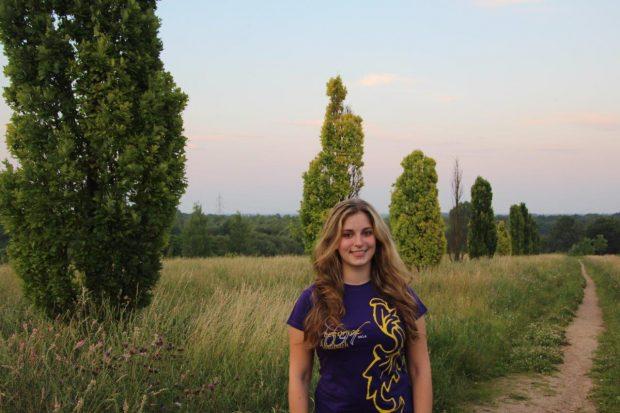 Lena Werner, 17 Jahre alt und das erste Mal aktives Kerbemädel. Ich bin bei den Kerbebosch, weil man dort viele tolle Leute kennenlernt, mit denen man stets viel zu lachen hat und Spaß haben kann. Mir ist es ebenfalls wichtig, bei Festen hier im Ort mitzuwirken.