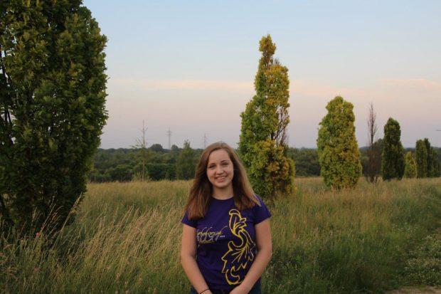 Liliana Wiesmann, 16 Jahre alt und dieses Jahr das erste Mal als Kerbemädel aktiv dabei. Ich mache mit, um den Verein zu unterstützen, Spaß zu haben und das zwanzigjährige Jubiläum zu feiern.